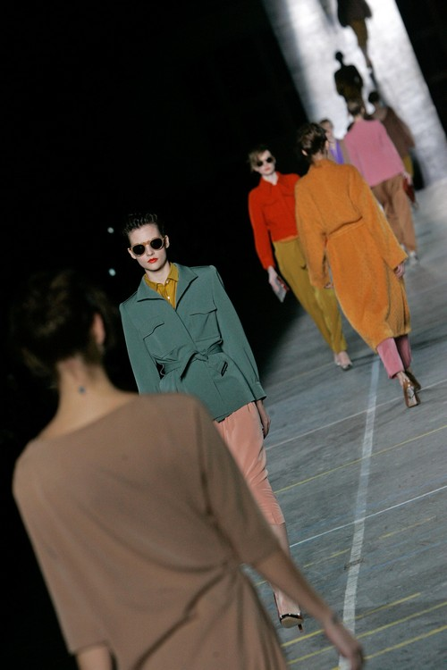 Models wear creations by Belgian fashion designer Dries Van Noten for his Fall-Winter 2009-2010 ready-to-wear collection presented in Paris, Sunday, March 8, 2009. (AP Photo/Michel Euler)