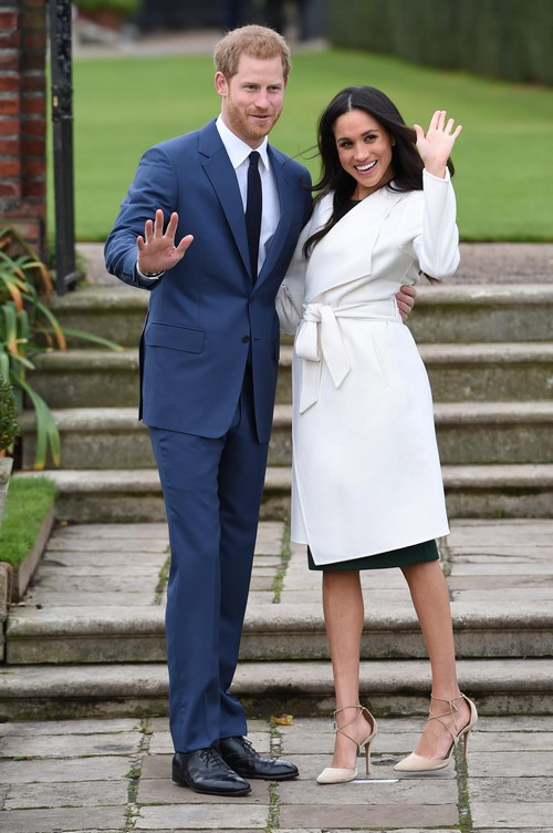 Britain's Prince Harry poses with Meghan Markle in the Sunken Garden of Kensington Palace, London, Britain, November 27, 2017. REUTERS/Eddie Mulholland/Pool - RC1F0054E660