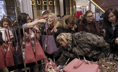 Strategies to avoid the buying binge of holiday sales