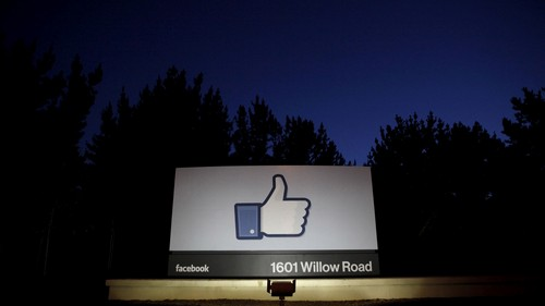 FILE PHOTO: The sun rises behind the entrance sign to Facebook headquarters in Menlo Park before the company's IPO launch, May 18, 2012. REUTERS/Beck Diefenbach/File Photo - RC143A385500