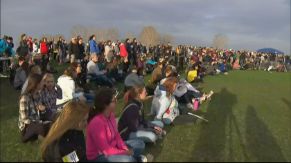 vote for our lives 10pkg frame 0 Hundreds Gather Near Columbine For Voting Rally, Candlelight Vigil