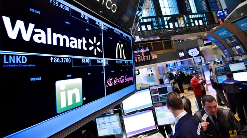 A board shows stock prices for Walmart, Linkedin, McDonald's and Coca-Cola at the booth they are traded on the floor of the New York Stock Exchange, March 6, 2012. REUTERS/Brendan McDermid (UNITED STATES - Tags: ENTERTAINMENT BUSINESS) - GM1E837048K01