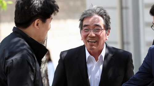 Financial Supervisory Service Gov. nominee Yoon Suk-heun enters the Korea Banking Institute building Friday, after the Financial Services Commission announced his nomination. (Yonhap)